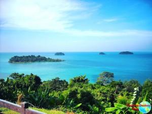 No es Phuket, es Koh Chang, un sitio con playas parecidas a Phuket y al que podríamos ir en nuestra vuelta al mundo por 3000€