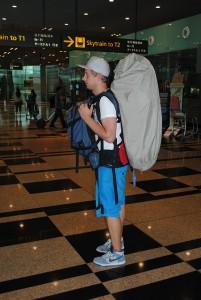 Así hay que llevar de normal dos mochilas. Como veis muy cómodo no es