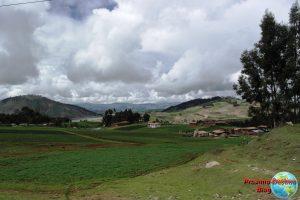 Vistas desde el autobús en el camino desde Chincheros a Maras y Moray