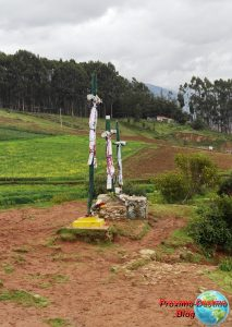 Cruces en el inicio de la bajada desde Sacsayhuamán